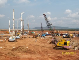 Hyd piling rigs & cranes at Power Mech Site